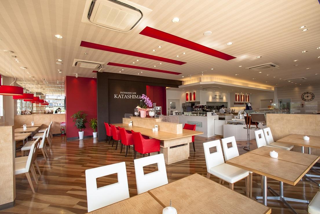 開放的なカフェスペース