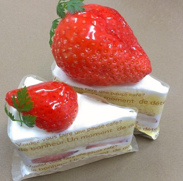 普通の苺の数倍の大きさ「げんこつ苺」のショートケーキ